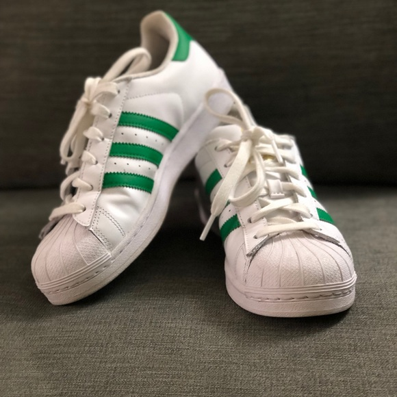 the latest bc255 e3710 Adidas Superstars Green Stripes
